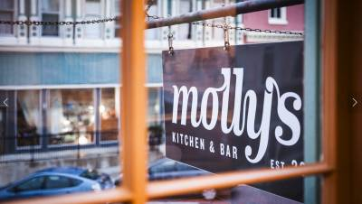 Molly's Kitchen & Bar | Fresh ingredients and cocktails