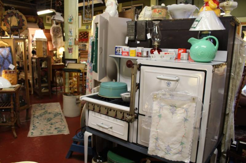 Neighbor's Antiques & Collectibles